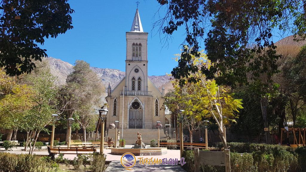 visita localidad pueblo de pisco elqui, plaza, iglesia, feria artesanal, tour valle del elqui